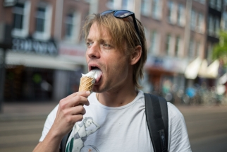 VICE - Men with ice cream - Claire Bontje