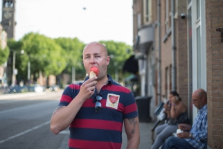Men with ice cream - Claire Bontje